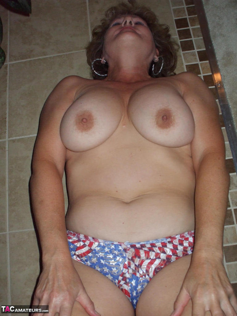 mature wife sexy body